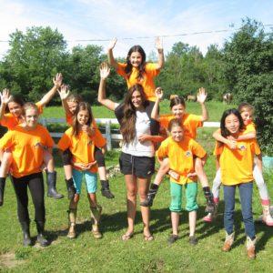 Groupe de jeune pendant le Camp de jour d'équitation à laval