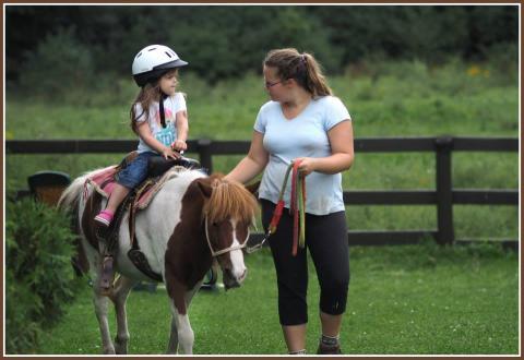 Cours d'équitation pour enfants et adultes, en groupe et individuel à Lvala